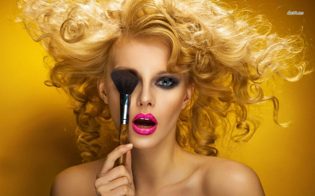 17456-girl-with-makeup-brush-1280x800-photography-wallpaper